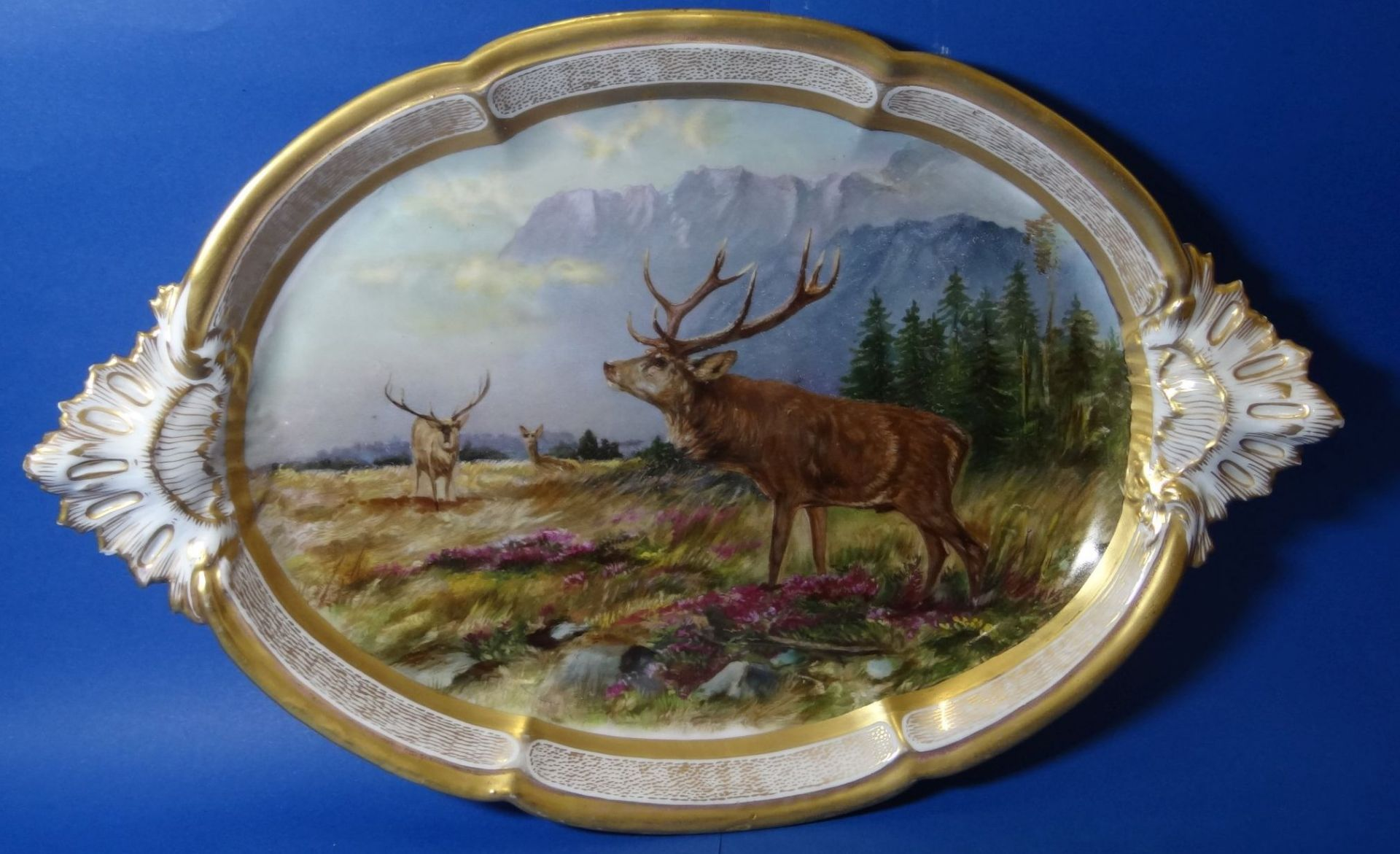 gr. ovale Platte, mit Hirsch-Gruppe,Goldstaffage, L-41 cm, B-27 cm - Bild 5 aus 7