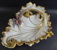 """Nautilusschale """"TPM"""", Goldstaffage und bunter Blütenbesatz, ein Blatt bestossen, H-12,5 cm, 24x19"""