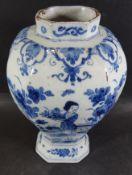 Vase mit Chinesin im Garten, Blaumalerei, wohl Delft, 18 Jhd?, H-22 cm, altrissig und mit Abplatzer