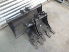 BOBCAT EXCAVATOR BUCKETS TO FIT 30MM PINS (3 OF) 8'' DIGGING, 1' DIGGING & 31'' GRADING (YEAR 2016)