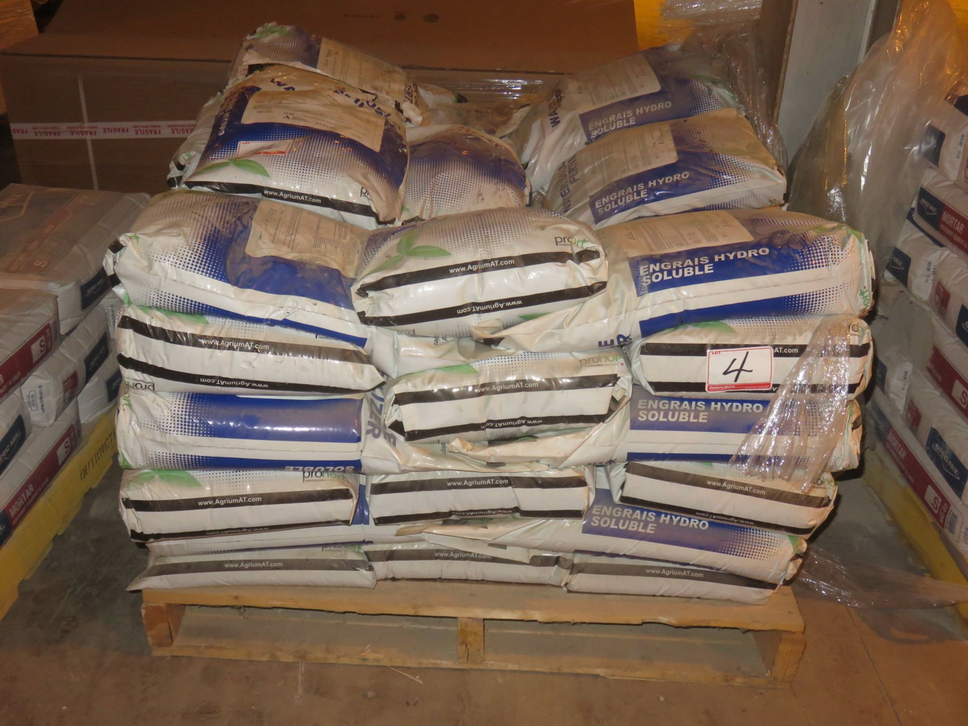 Lot 4 - BAGS - ADVANCE TECH 21-07-07 PH REDUCING WATER SOLUBLE FERTILIZER (15 KG/BAG)