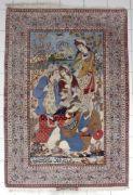 Prächtiger Isfahan-Bilderteppich, Persien, um 1960-80 Wolle, die große Darstellung zeigt eine weitere Landschaft mit Palast im Hintergrund vor dem sich der große Palastgarten erstreckt, an dem nur angedeuteten Teich im Vordergrund hat sich ein Herrscher mit seiner Familie zu einer Mußestunde niedergelassen, seitlich eingerahmt von Bäumen, unten eine große Kalligraphie, die fünffache Bordüre zeigt in der Hauptbordüre eine dichte Anordnung von Vögeln und Blüten, alles in schönen Farben...