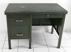 Industrie-Schreibtisch aus Metall, Mitte 20. Jh.