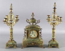 Dekorative Uhrengarnitur, Frankreich, um 1900