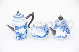 A Chinese blue & white wine pot and two teapots, Kangxi, 中国,青花酒壶一件,康熙,18世纪初,及其他 early 18th