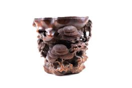 A good Chinese carved bamboo brush pot, 中国, 竹刻笔筒一件,明代 Ming dynasty, carved and pierced as a