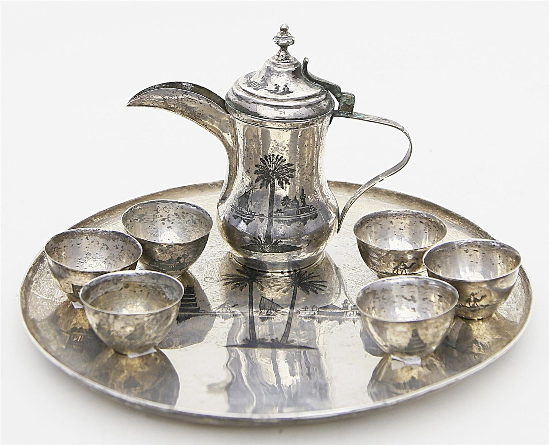 Los 1551 - Mokkaservice für sechs Personen, auf Tablett,neunteilig. Silber, geprüft, 1.008 g. Ziseliertes