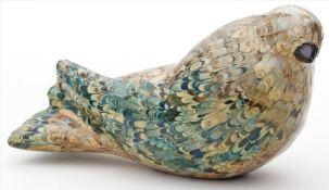 """Sitzende Taube.Holz, geschnitzt, bunt marmorierte Fassung. Unter dem Boden bez. """"Handmade in Italy"""
