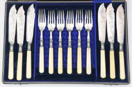 Viktorianisches Fischbesteck für 6 Personen, England,12-teilig. Versilberte Aufsätze mit