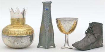 "4 Teile Metall-Raritäten:Jugendstil-Vase ""Osiris"", Kinderschuh, Pokal sowie Gefäß mit umlaufendem"