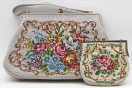 2 Handtaschen.Verschiedene Ausführungen, je mit bunter Blumenstickerei. Gebrauchsspuren. 20. Jh.