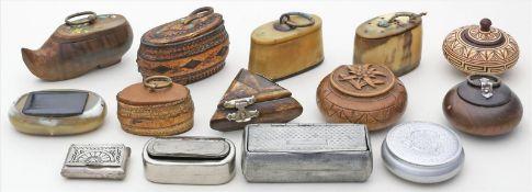 Posten Dosen.Dabei 4 Metall- und eine Lederdose. Je mit Deckel. Div. Materialien und Alter.