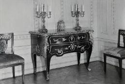 Große Kommode im Stil Louis XV.