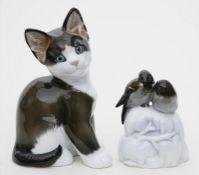 """Zwei Skulpturen """"Spatzenpaar"""" und """"sitzende Katze"""", Rosenthal."""