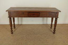 Eiken side table, met 1 lade, 18e eeuw, h. 75 br. 149 d. 49 cm.