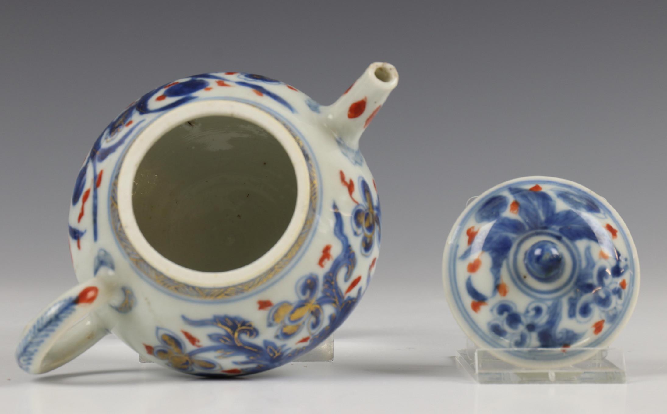 China, blauw-wit porseleinen trekpot, Imari trekpotje en melkkan, 18e eeuw, - Image 9 of 21
