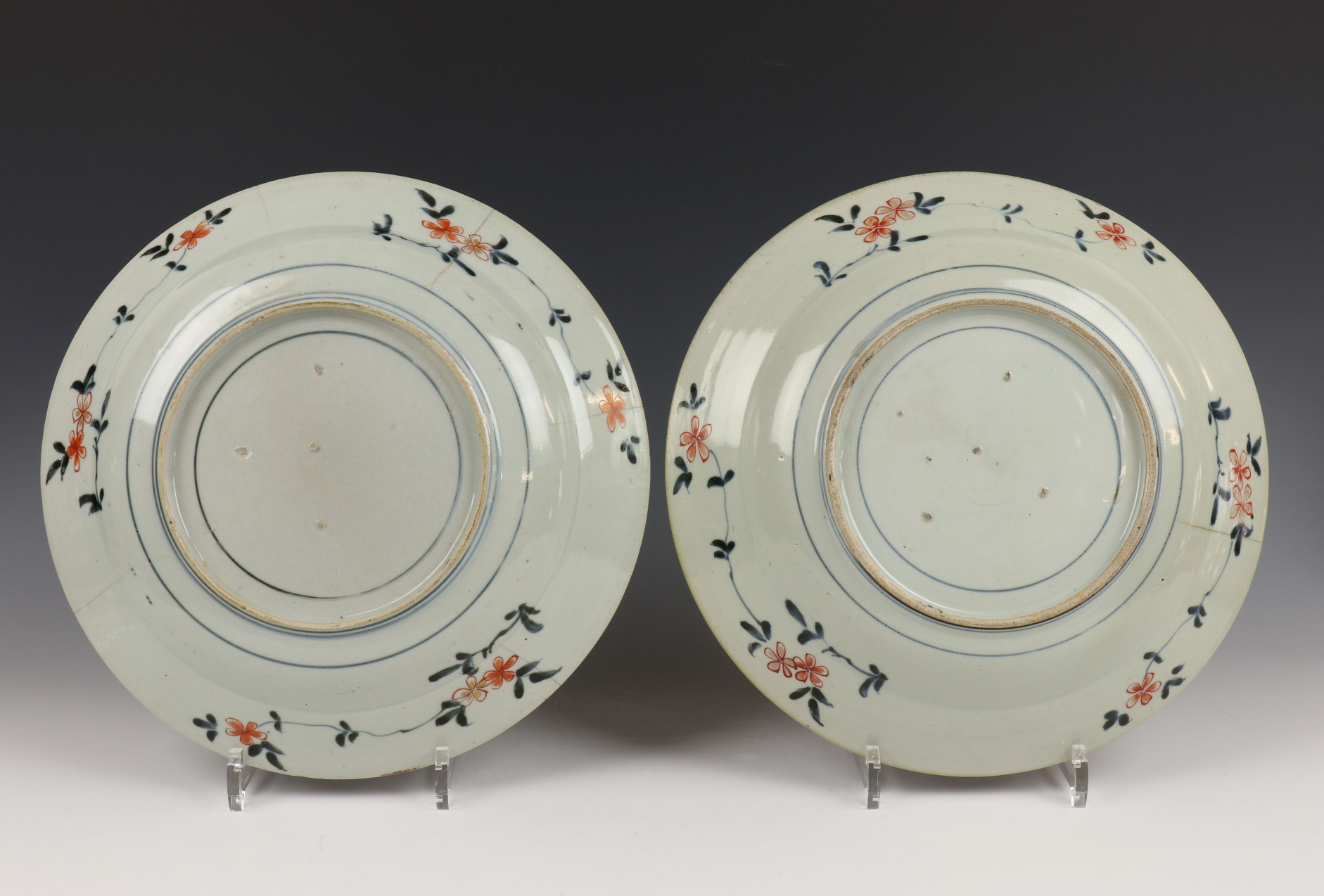 Japan, paar Imari schotels, Edo periode, - Image 2 of 8
