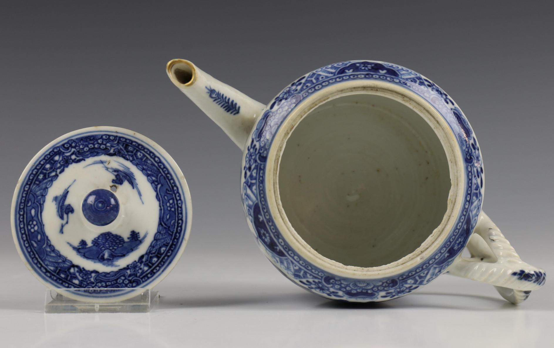China, blauw-wit porseleinen trekpot, Imari trekpotje en melkkan, 18e eeuw, - Image 21 of 21