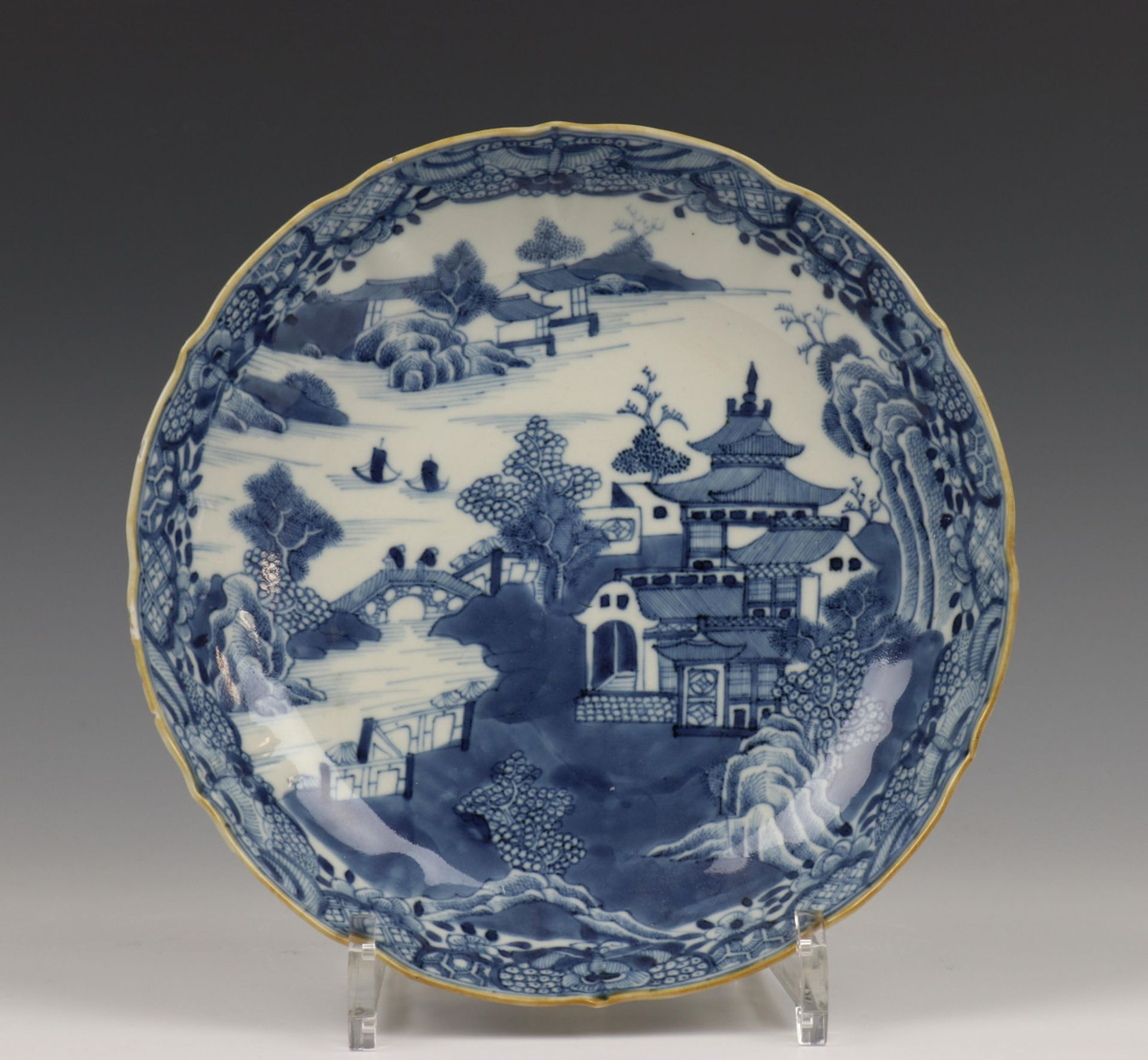 China, blauw-wit porseleinen bord, Qianlong,
