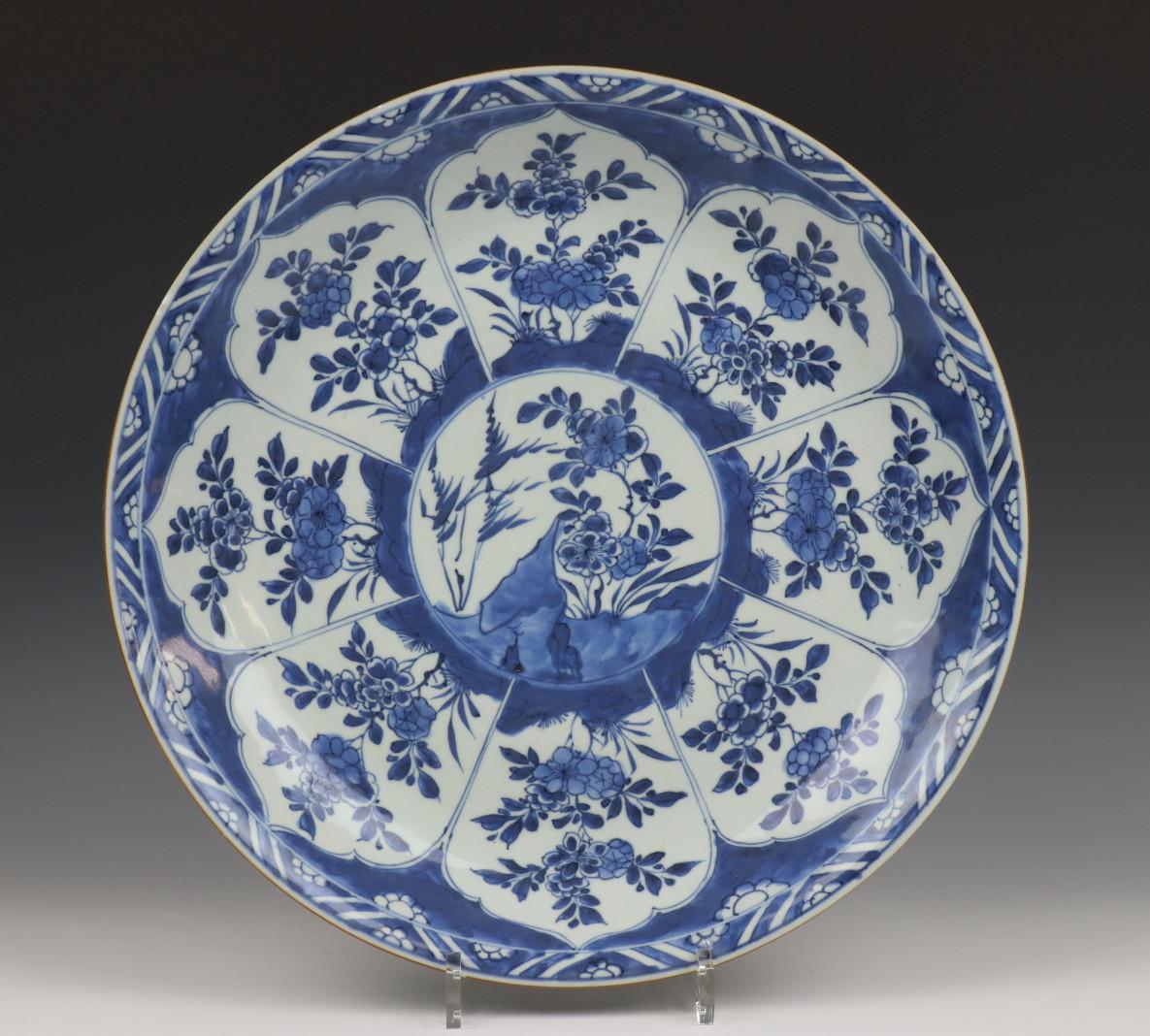 China, blauw-wit porseleinen schotel, laat Kangxi,