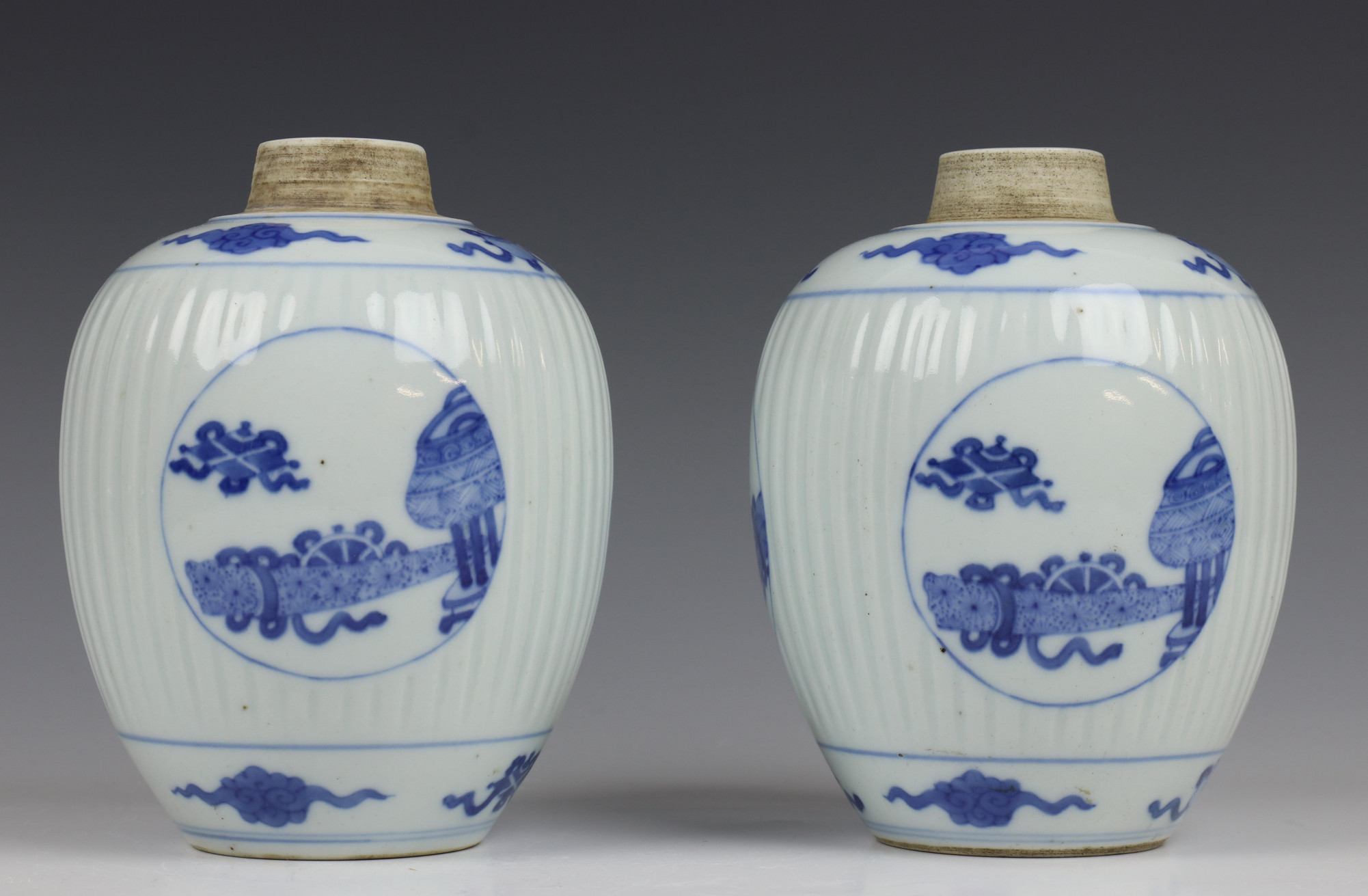 China, paar blauw-wit porseleinen gemberpotten in Kangxi stijl,