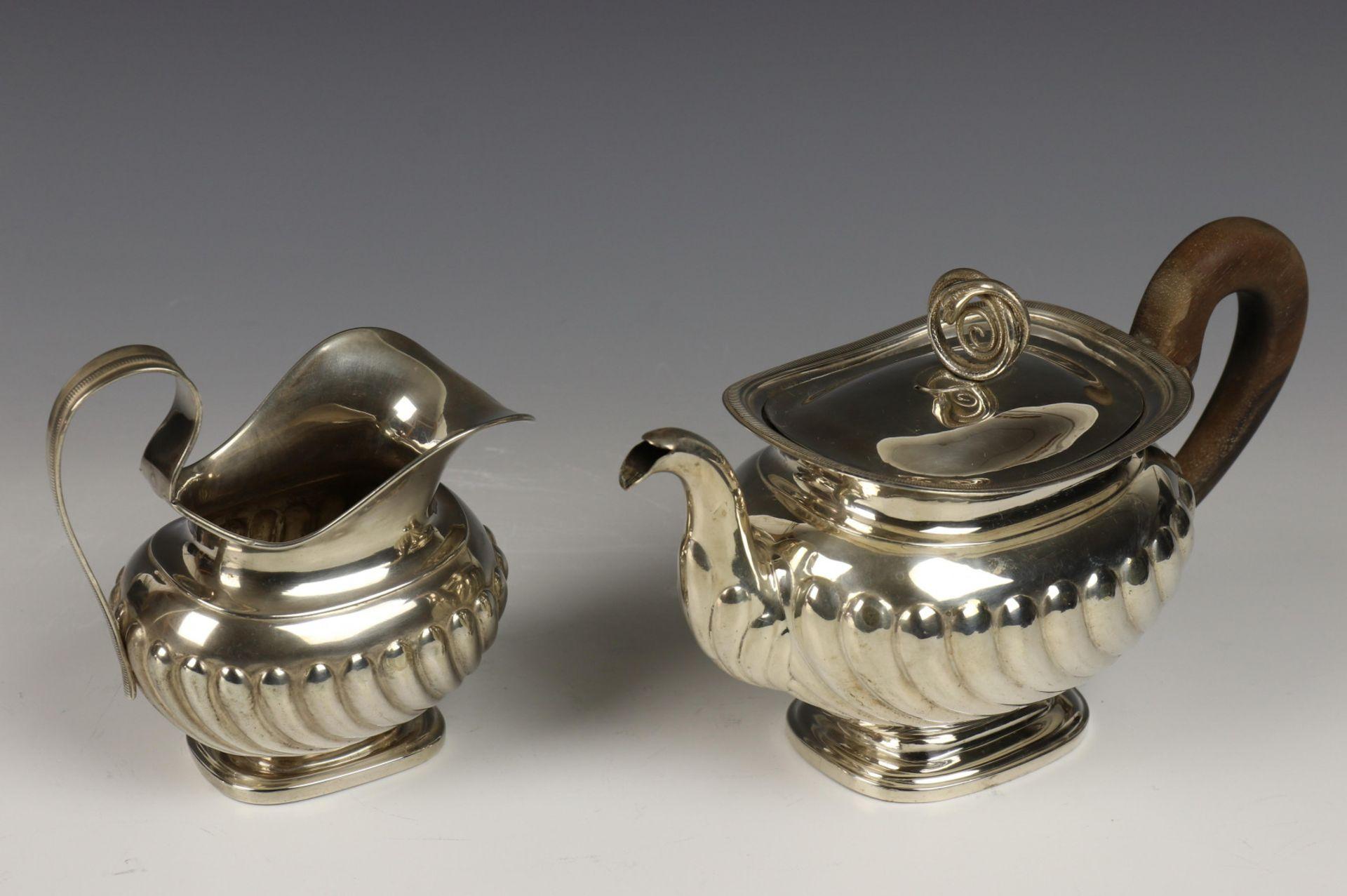 Theepot en melkkan, 1st helft 19e eeuw, - Image 2 of 3