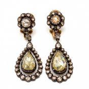 Paar zilveren en gouden oorhangers, deels begin 20e eeuw,