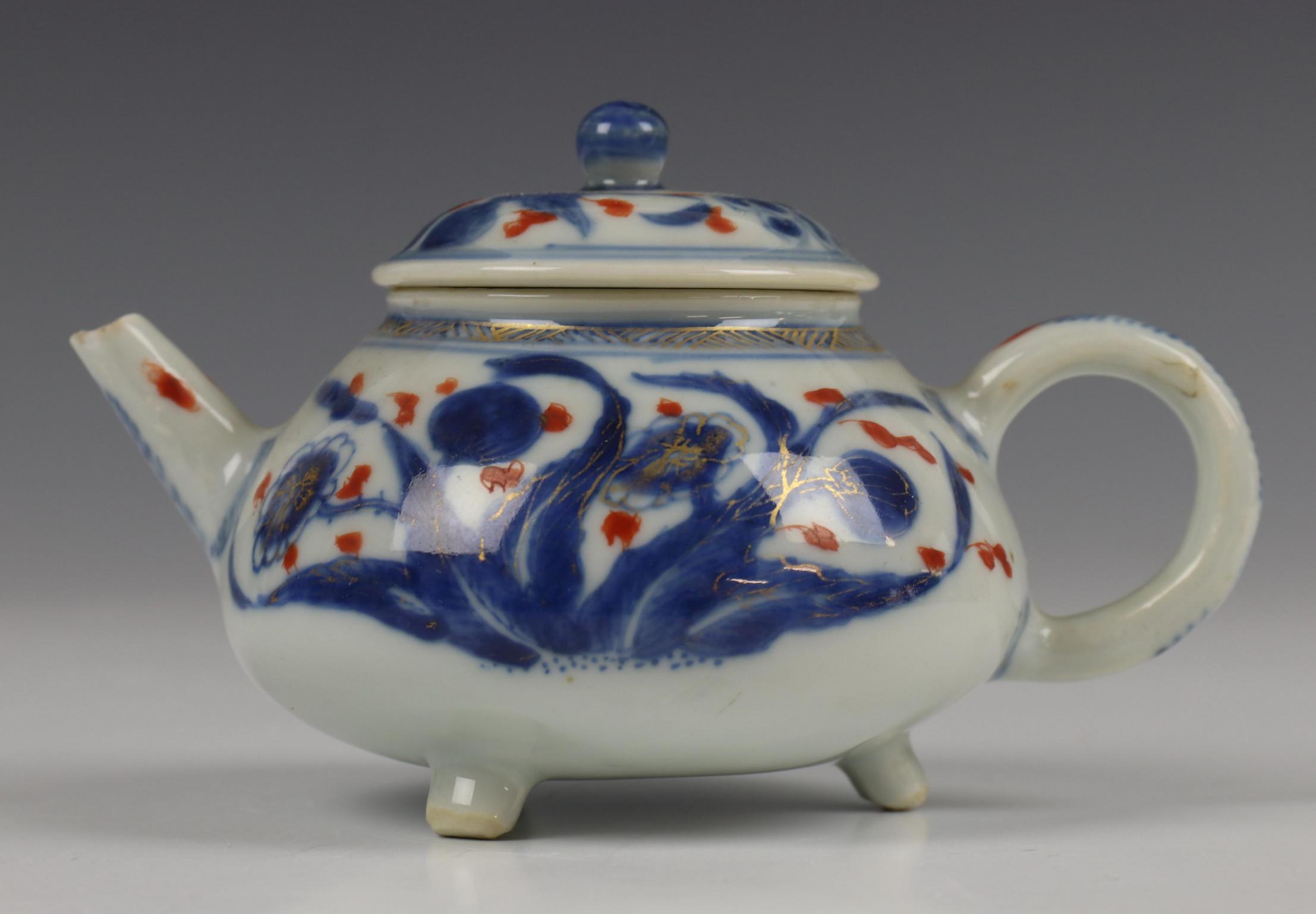 China, blauw-wit porseleinen trekpot, Imari trekpotje en melkkan, 18e eeuw, - Image 20 of 21