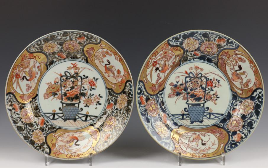 Japan, paar Imari schotels, Edo periode,