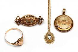 14krt. Roségouden medaillon, broche, ring en een hanger aan collier, 19e eeuw/begin 20e eeuw.