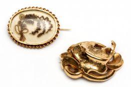 Twee 14krt. gouden broches, 19e eeuw,
