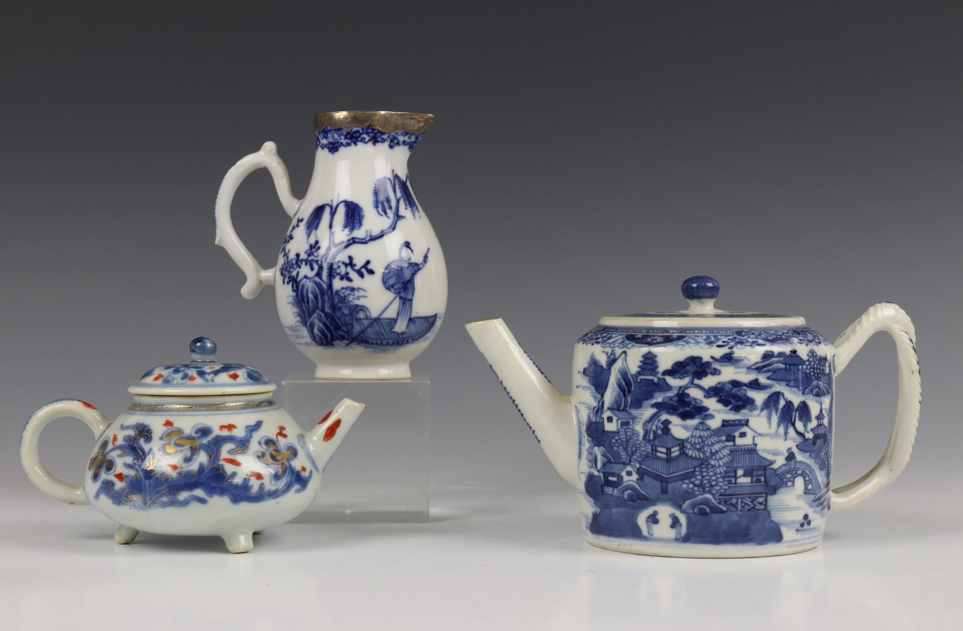 China, blauw-wit porseleinen trekpot, Imari trekpotje en melkkan, 18e eeuw,