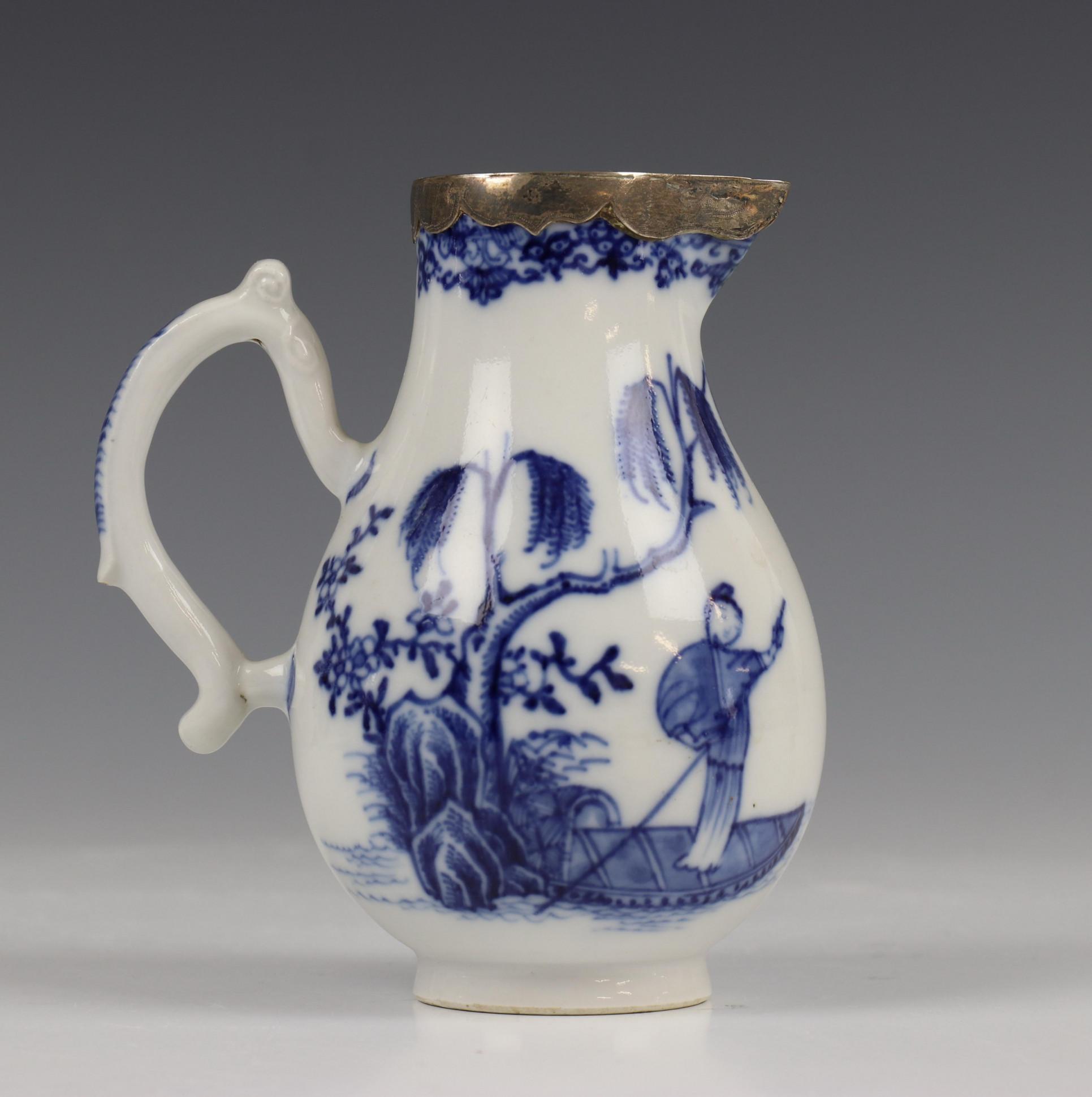 China, blauw-wit porseleinen trekpot, Imari trekpotje en melkkan, 18e eeuw, - Image 2 of 21