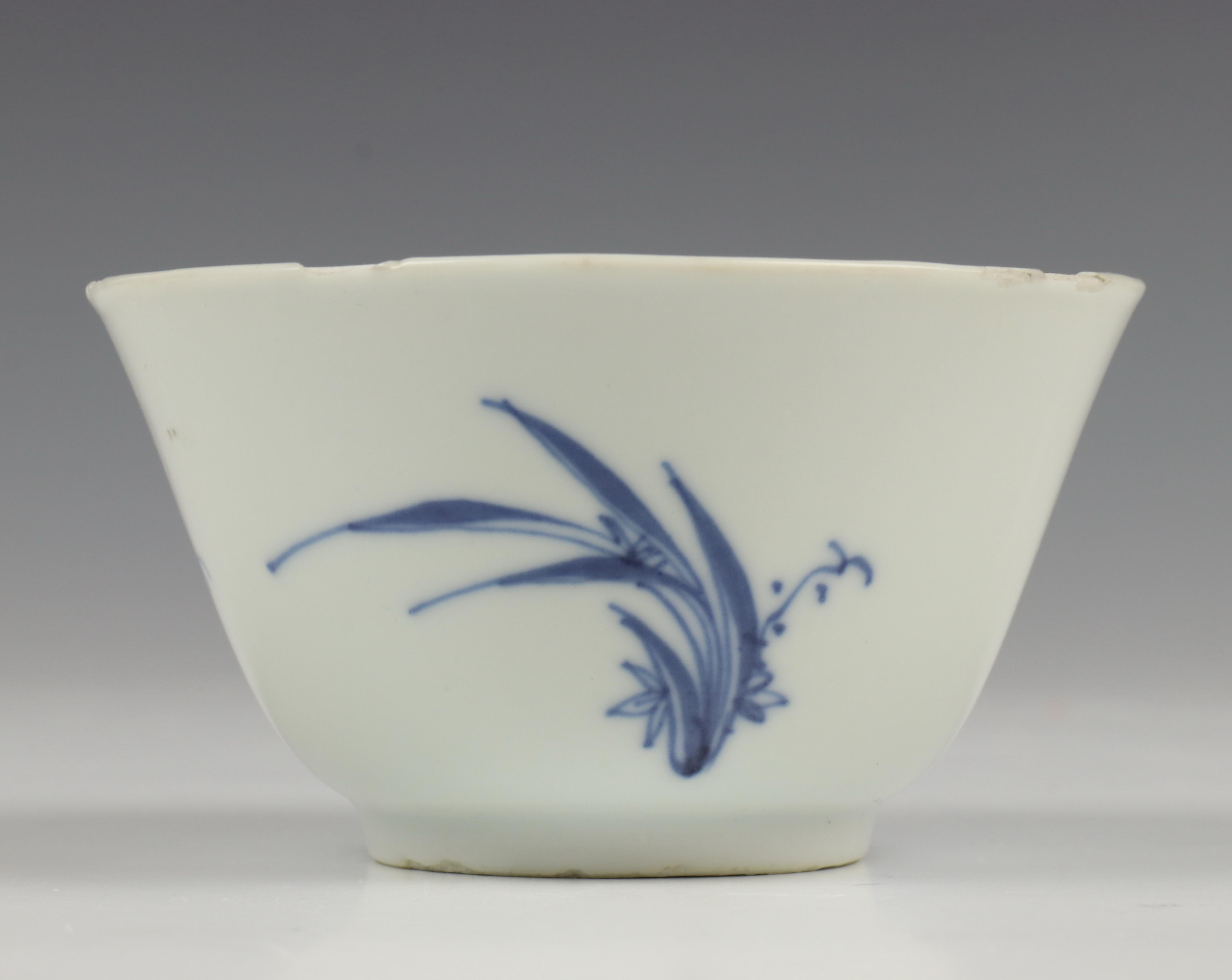 China, blauw wit porsleinen kopje, Ming/Transitional - Image 9 of 11