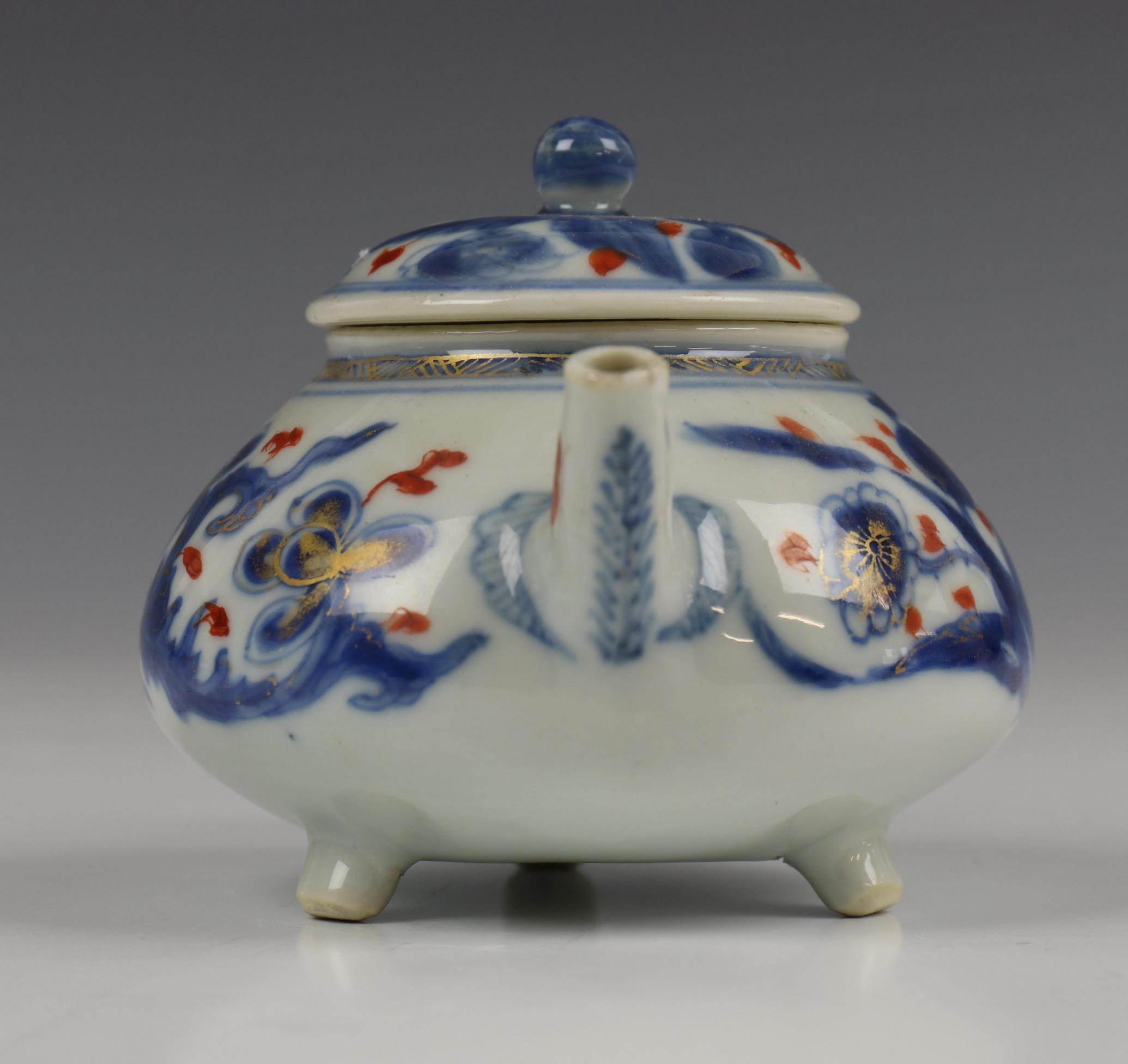 China, blauw-wit porseleinen trekpot, Imari trekpotje en melkkan, 18e eeuw, - Image 16 of 21
