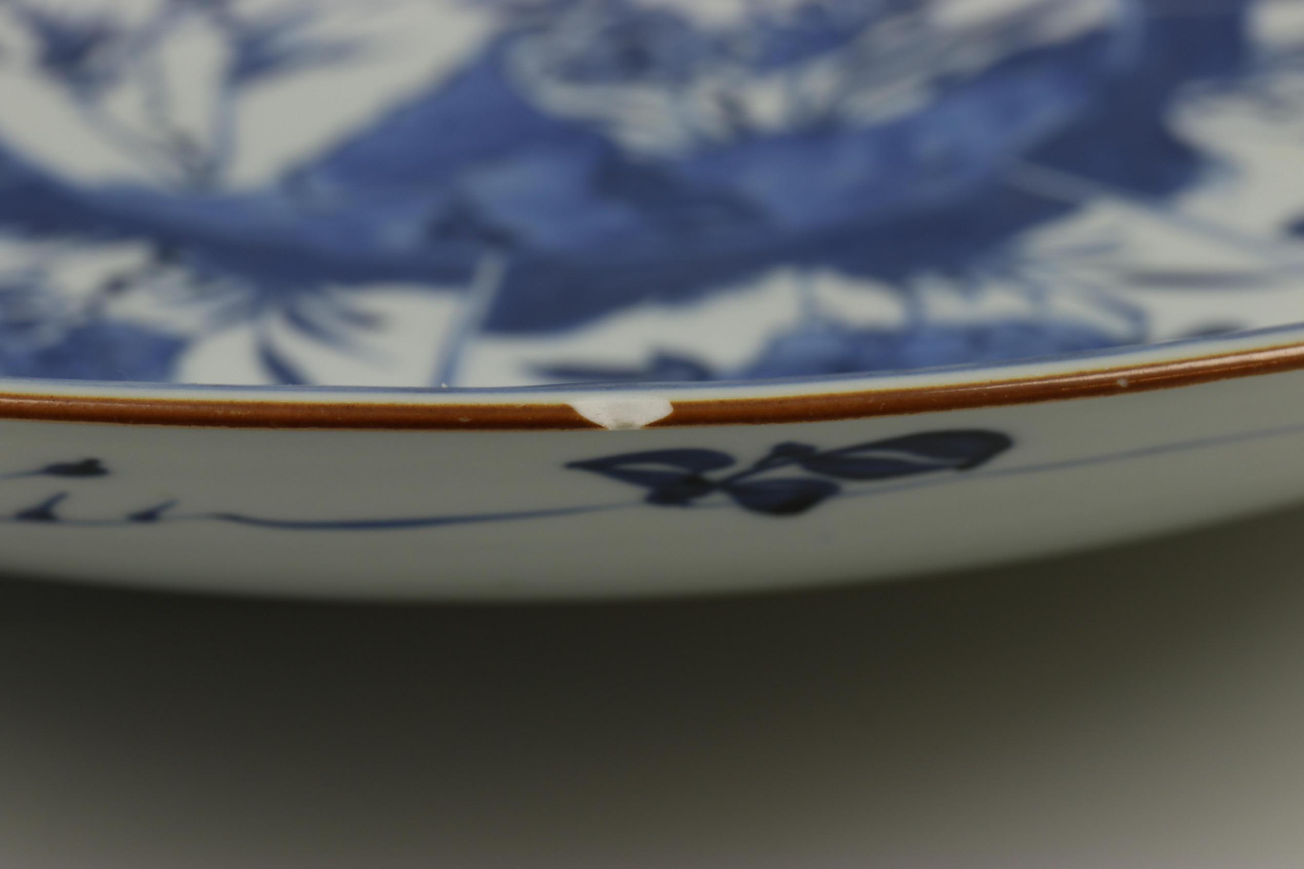 China, blauw-wit porseleinen schotel, laat Kangxi, - Image 6 of 7