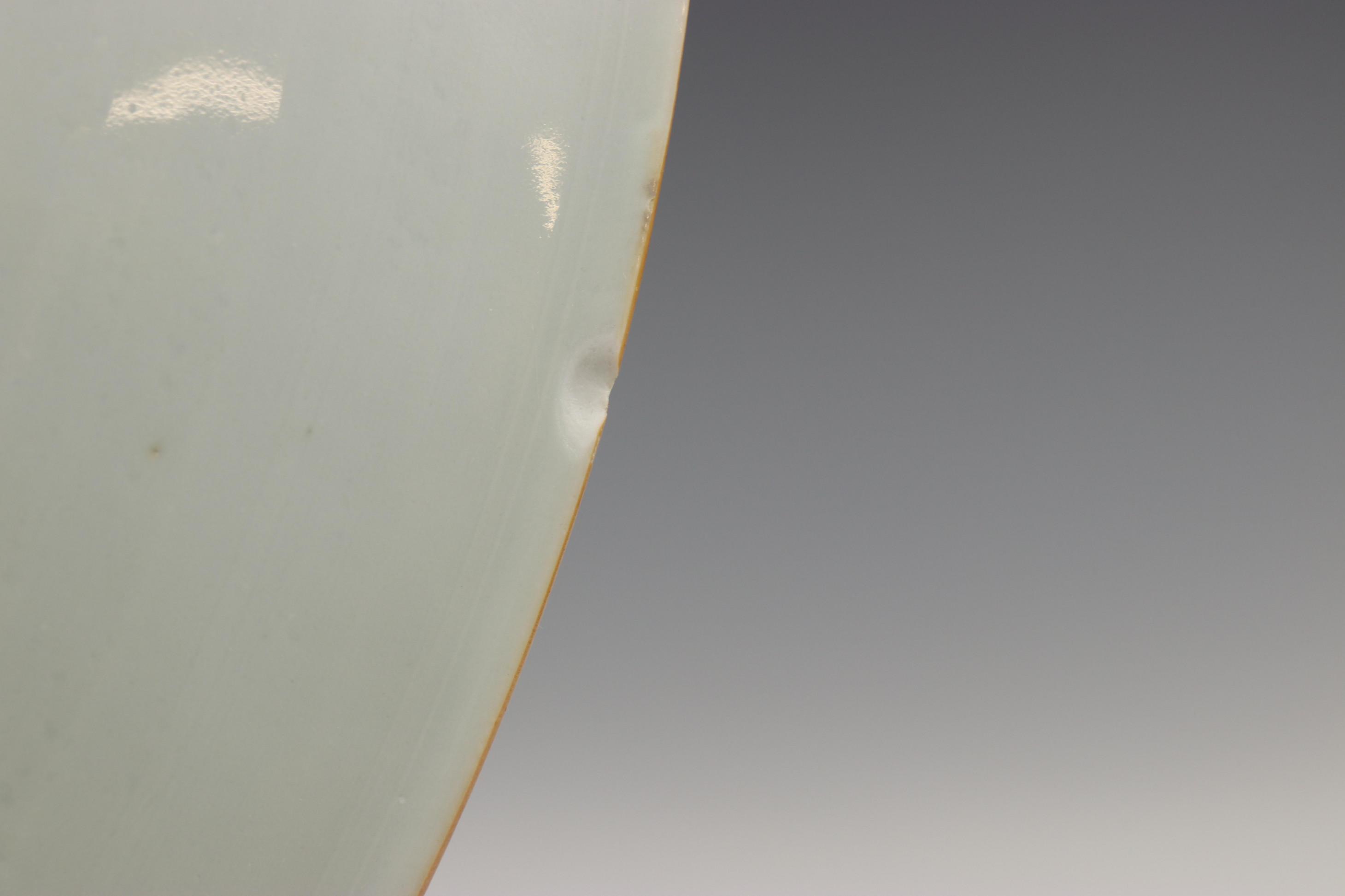 China, blauw-wit porseleinen schotel, laat Kangxi, - Image 5 of 7