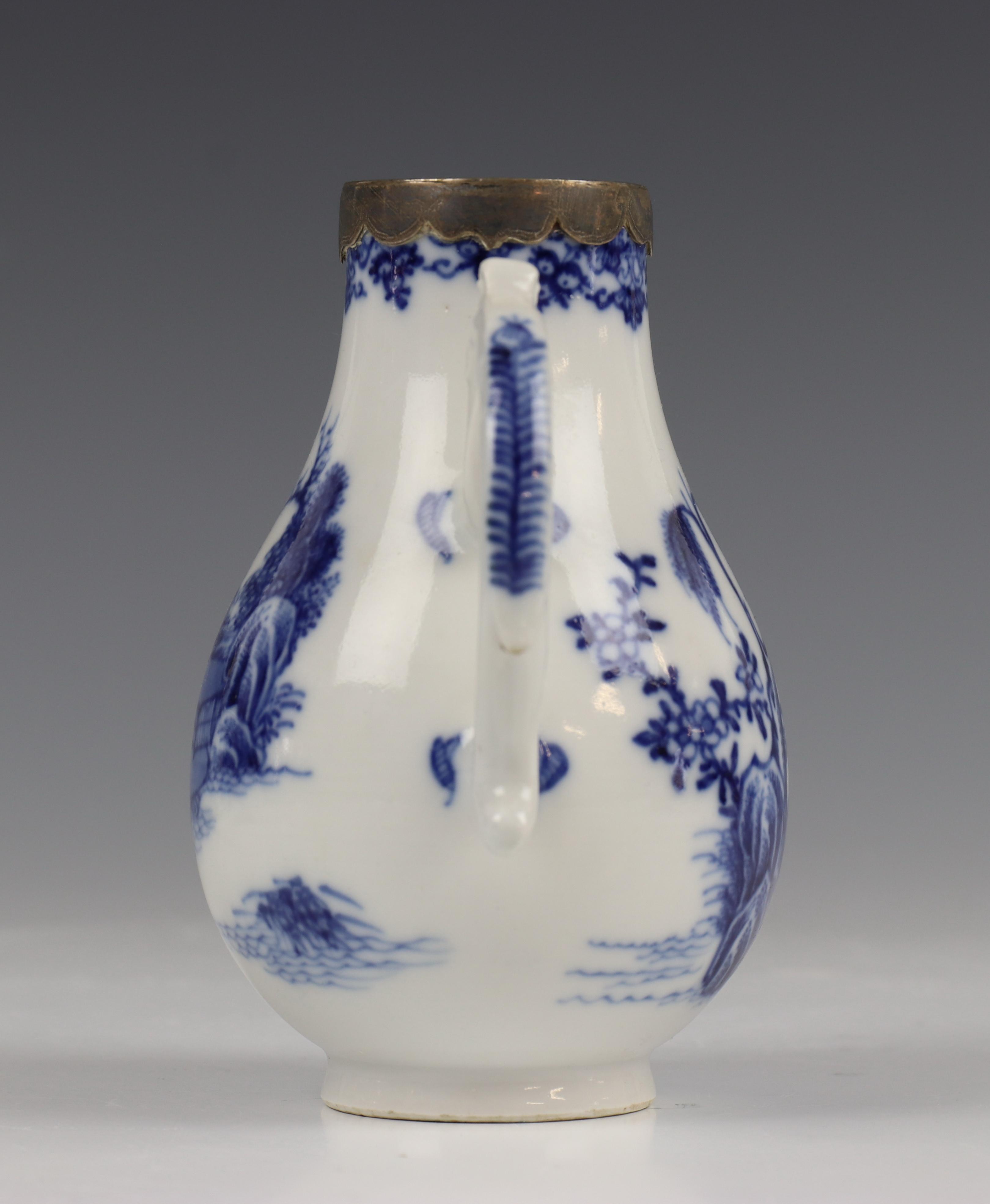 China, blauw-wit porseleinen trekpot, Imari trekpotje en melkkan, 18e eeuw, - Image 17 of 21