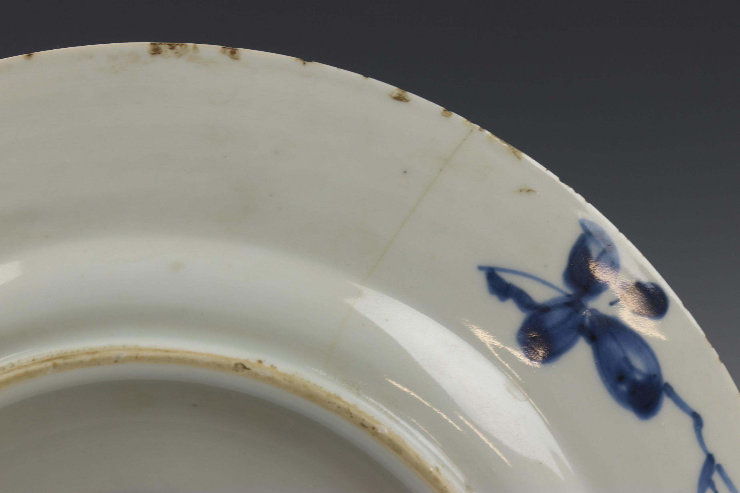 China, serie van acht blauw-wit porseleinen borden, Kangxi, - Image 5 of 9