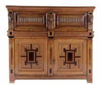 Zeer fraaie eiken kast met rijk steekwerk, panelen, en leeuwmaskers, Zeeland ca. 1650. Kast is