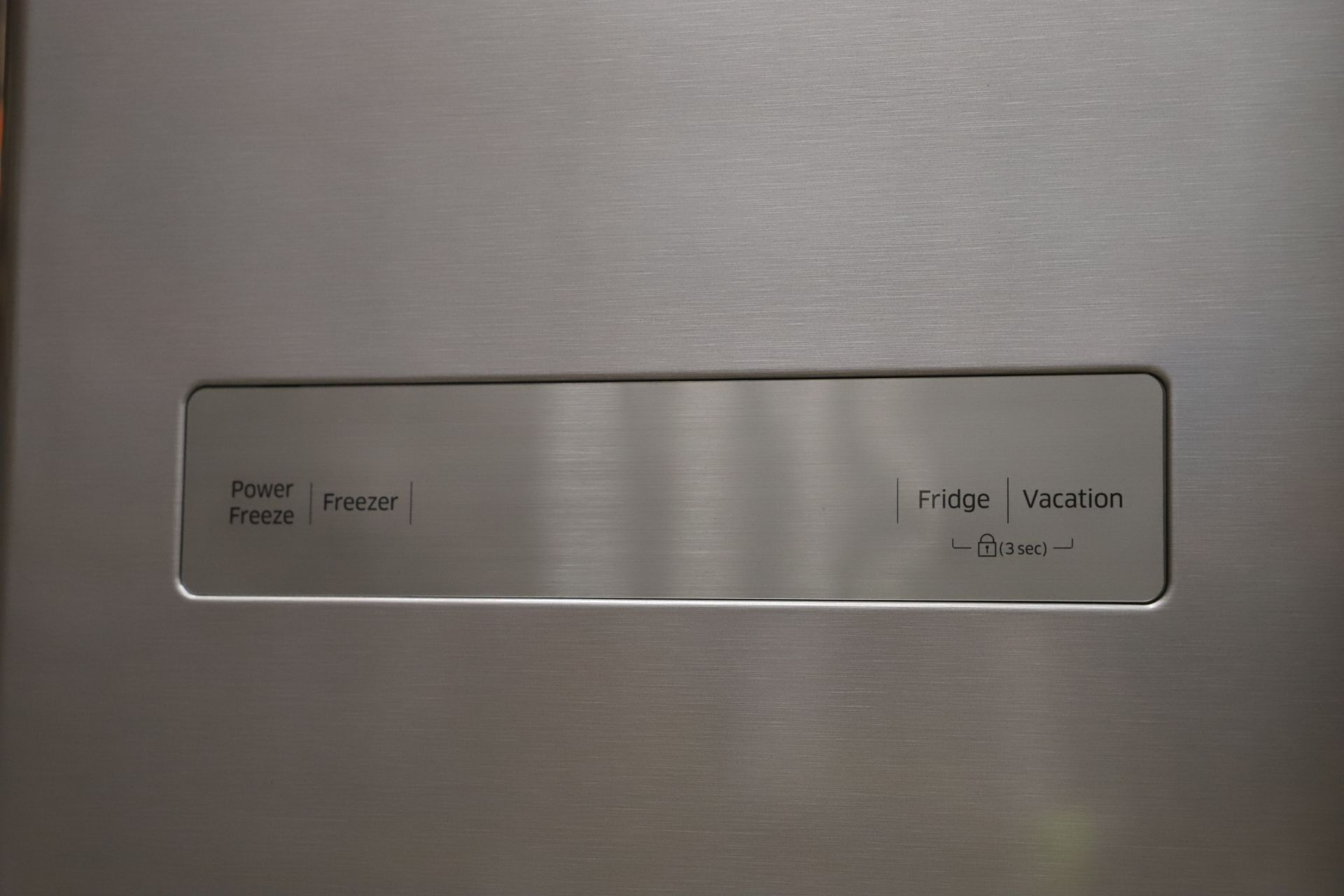 Pallet of 1 Samsung plain door Fridge freezer. Latest selling price £899.99 - Image 4 of 7