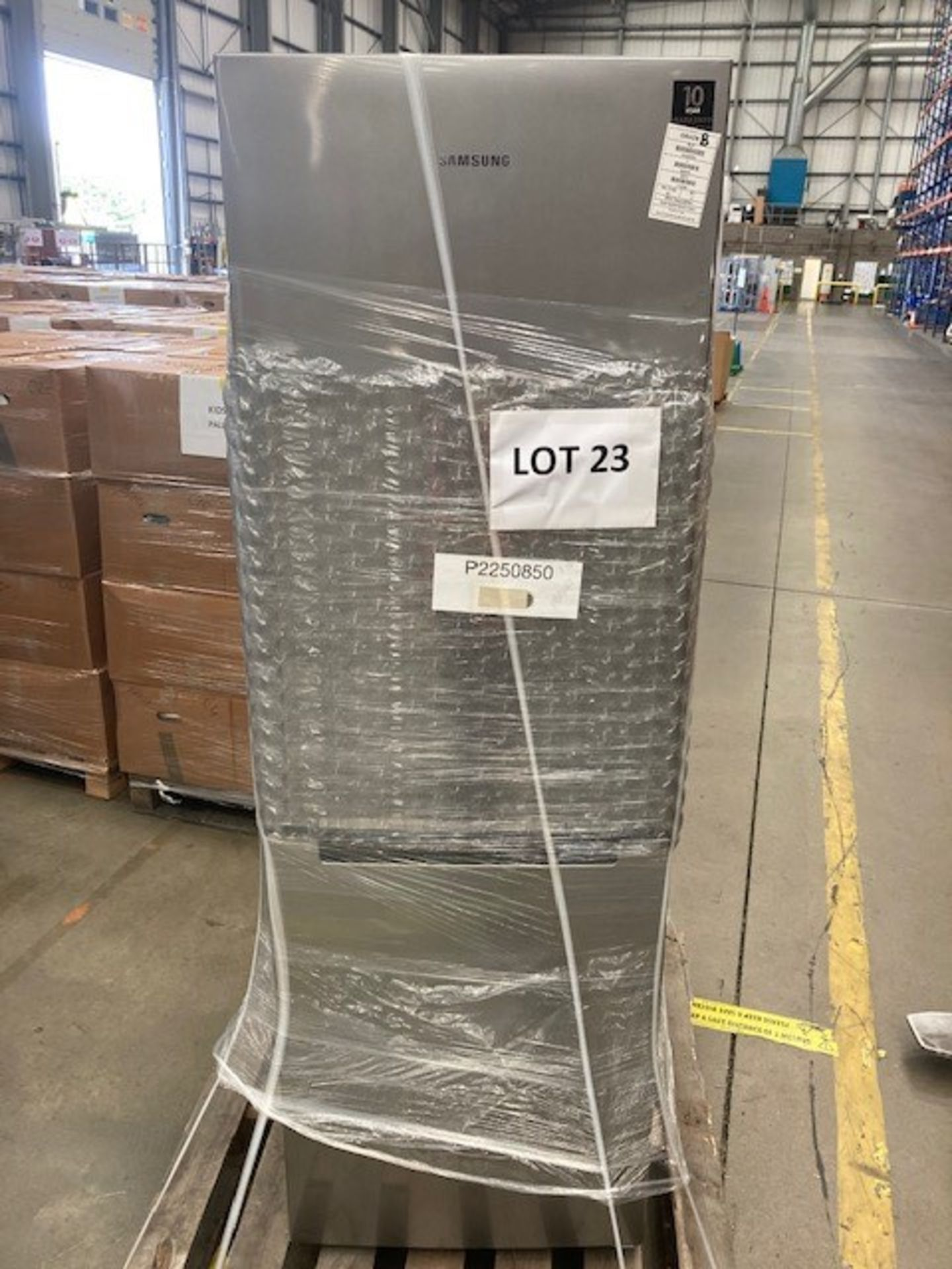 Pallet of 1 Samsung 60CM Fridge Freezer. Latest selling price £399 - Image 4 of 7