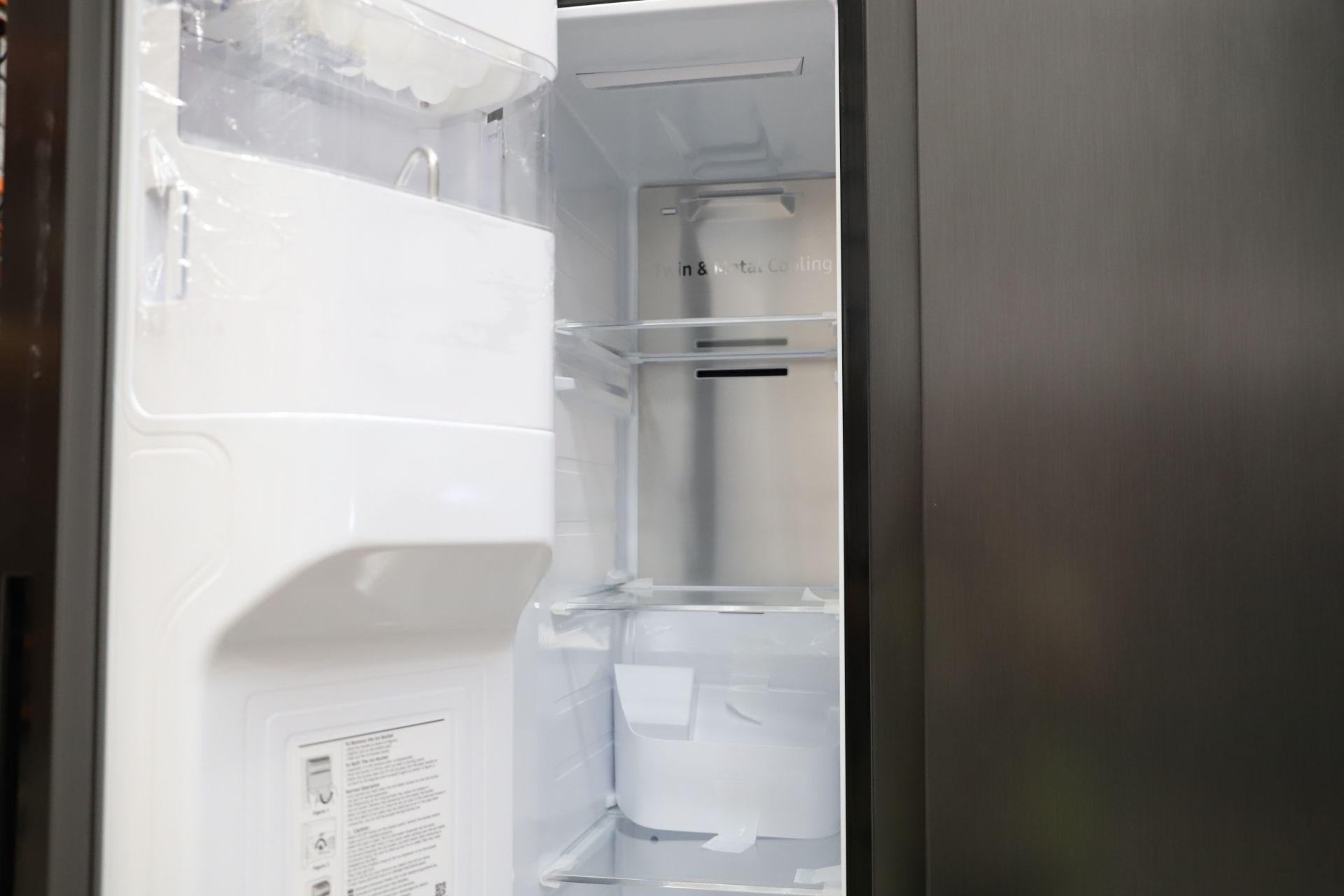 Pallet of 1 Samsung Water & Ice Fridge freezer. Latest selling price £1,799.99 - Image 7 of 10