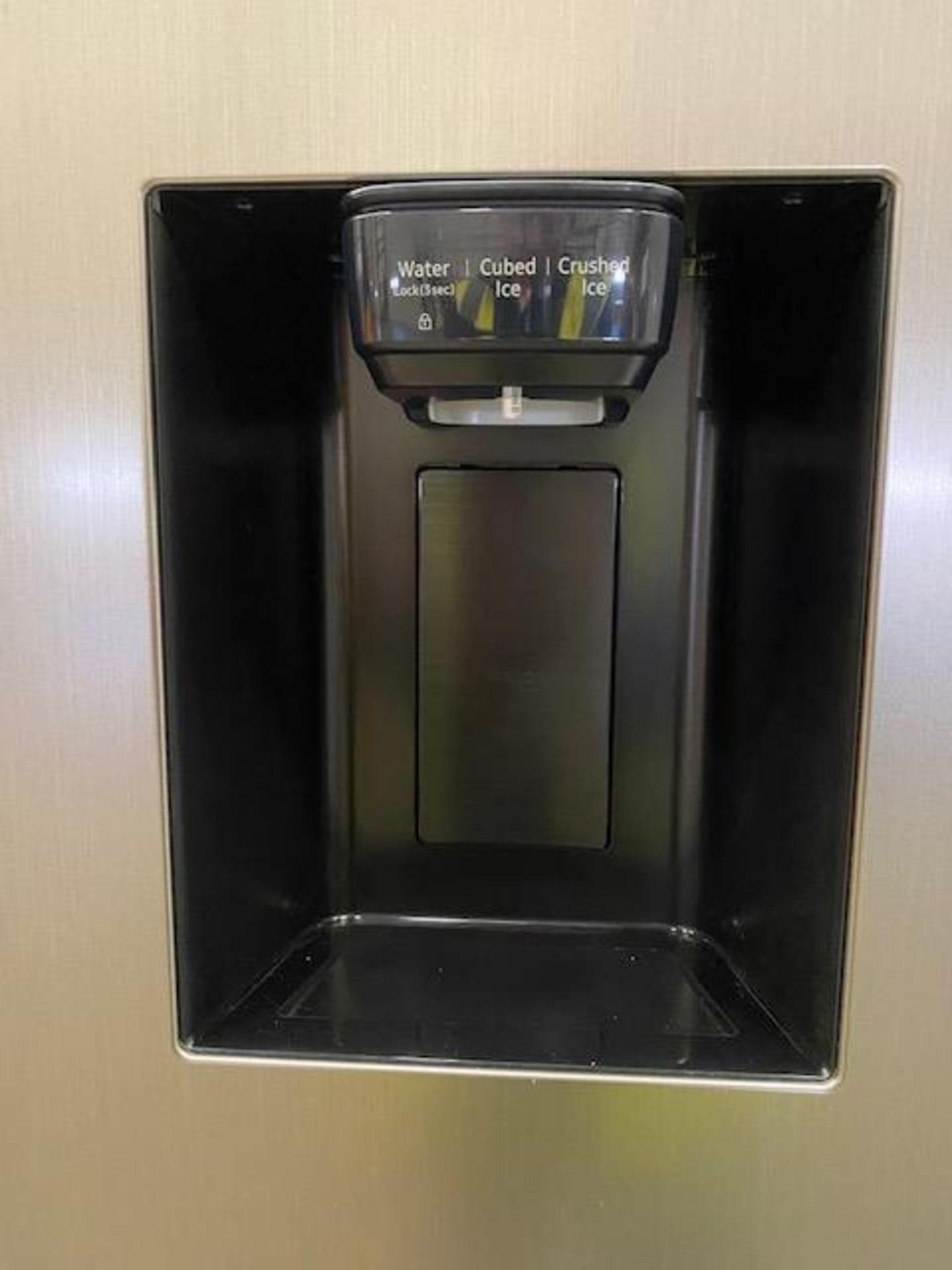Pallet of 1 Samsung Water & Ice Fridge freezer. Latest selling price £1,329.99* - Image 6 of 9