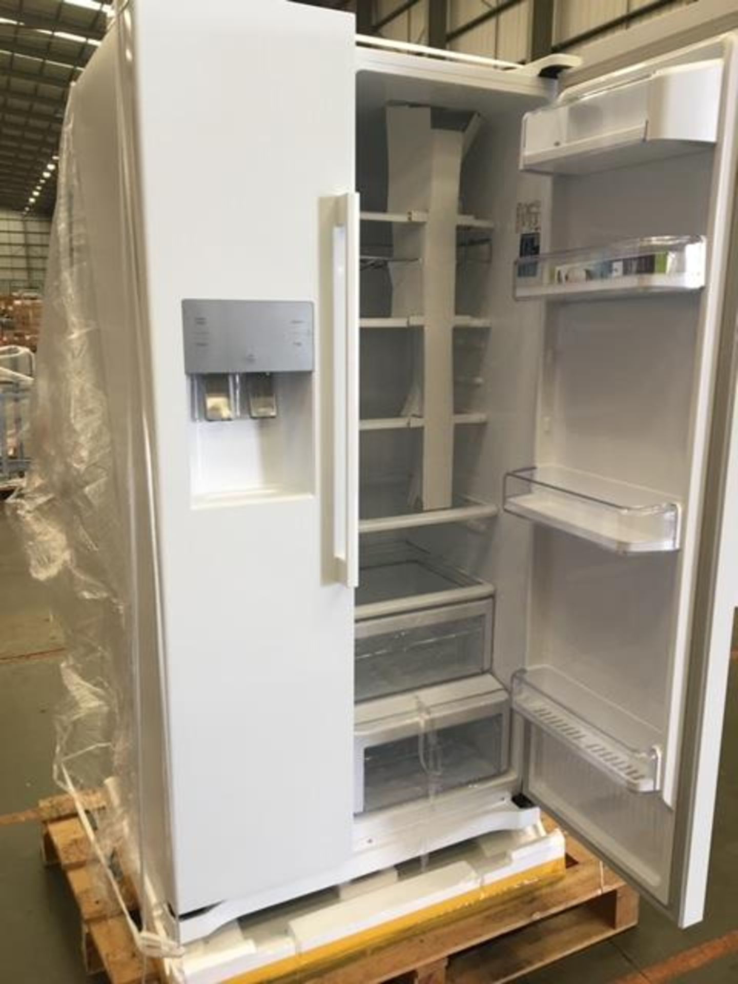 Pallet of 1 Samsung Water & Ice Fridge freezer. Latest selling price £999.99* - Image 5 of 8