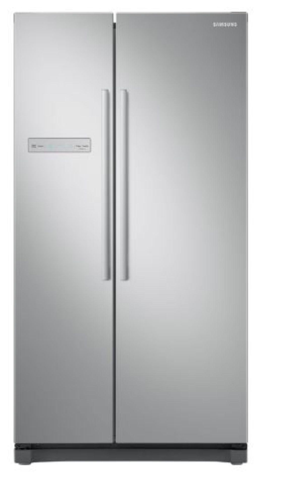 Pallet of 1 Samsung plain door Fridge freezer. Latest selling price £899.99