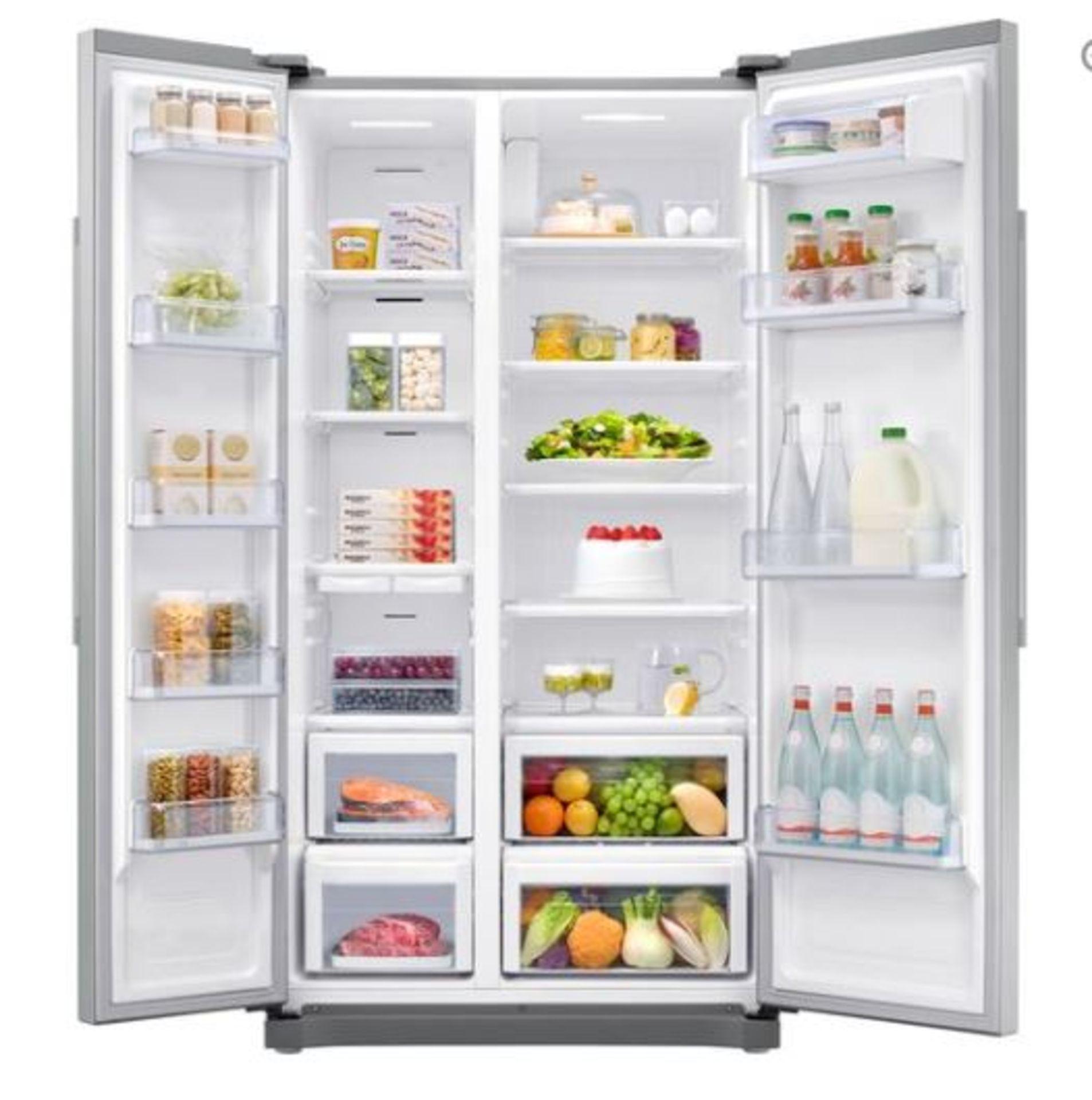 Pallet of 1 Samsung plain door Fridge freezer. Latest selling price £899.99 - Image 2 of 7