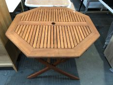 1 BESPOKE DESIGNER WOODEN OUTDOOR TABLE IN BROWN (PUBLIC VIEWING AVAILABLE)