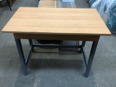 1 BESPOKE DESIGNER WOODEN DESK IN GREY/OAK EFFECT (PUBLIC VIEWING AVAILABLE)