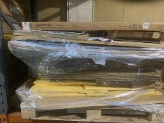 1 LOT TO CONTAIN ASSORTED CARDBOARD, WHITEBOARDS AND NOTICE BOARDS / PLEASE NOTE THAT SIZES, MODELS,